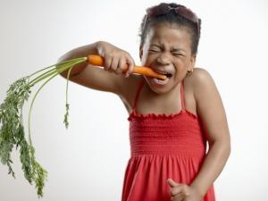 fille légumes